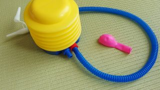 子供がハマった、長く遊べた、100均の空気入れと風船