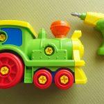 2、3歳の男の子におすすめ!工具と車、両方遊べるオモチャ!くみたてパズルDX きかんしゃ
