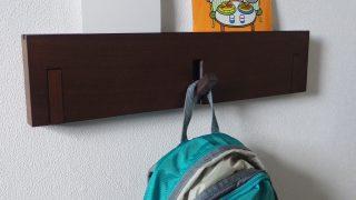 入園準備で購入した無印良品の『壁に付けられる家具 3連ハンガー』が日々大活躍しています